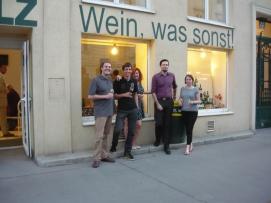 Nach der Lesung mit Jung Wien '14 in der Vinothek Miller-Aichholz (Juni 2016)